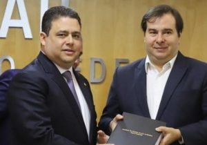 140 advogados interpelam Santa Cruz sobre reunião com Maia