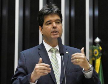 Adversário vai à Justiça contra Coutinho por ameaça na Paraíba