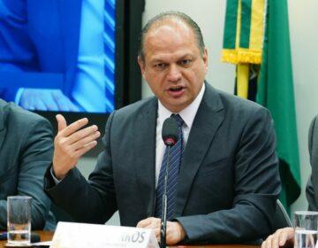 Barros derruba vice-líderes e troca time na Câmara