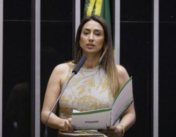 Flávia Arruda tem desafio de ser aceita pelo Congresso