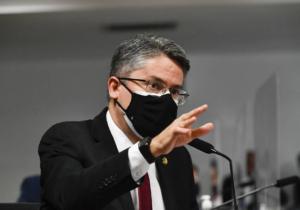 Voto em separado de senador pede indiciamento de Bolsonaro